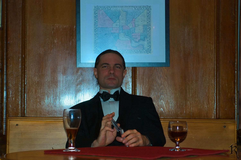 Capo di Capi (Auch zweckentfremdet, der Charakter sitzt nur zentral unter der Karte. Aber ey, es sieht aus wie der Capo di tutti Capi)